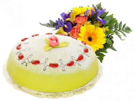 Send Flowers/Cake Prinsess Cake 8 pieces adn Bouquet